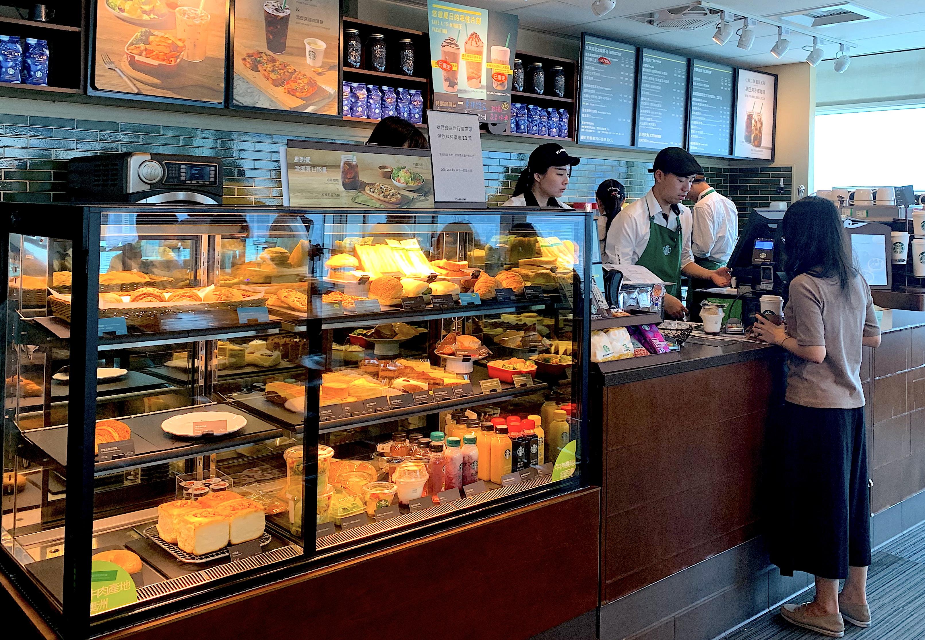 Food-display-and-menus-at-Starbucks-Taipei-101