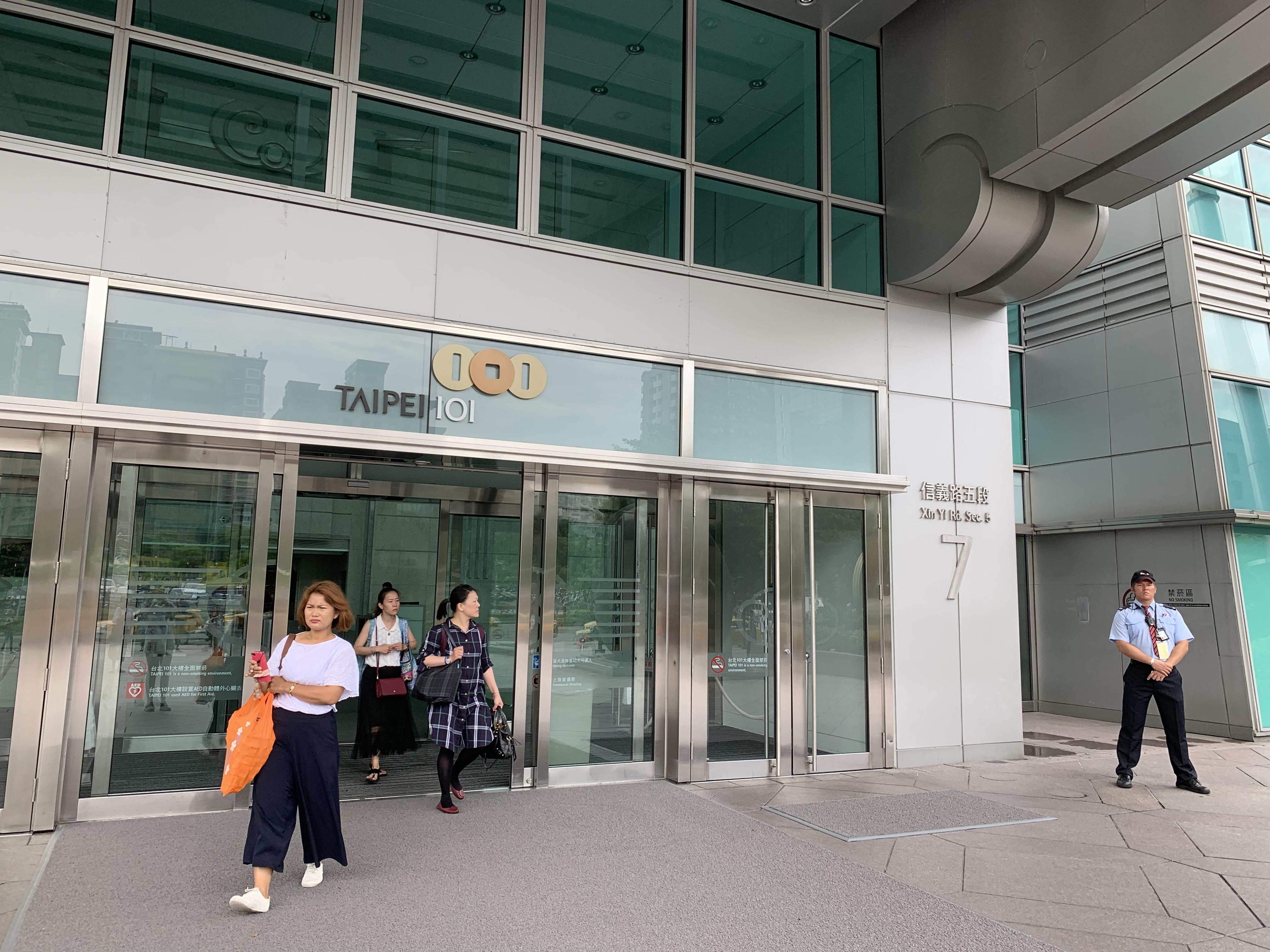 doors-to-Taipei-101-building