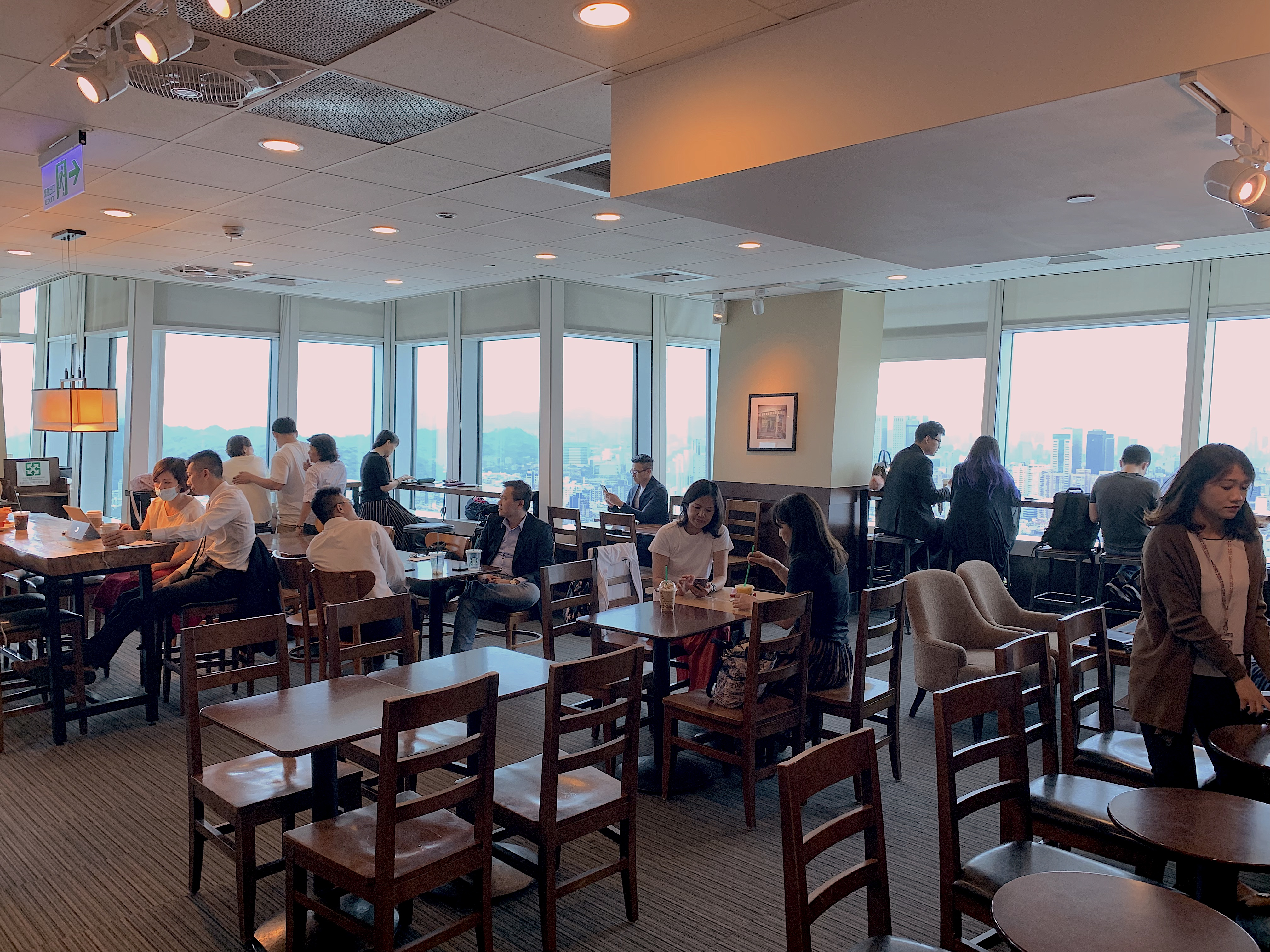 tables-and-chairs-inside-Starbucks-Taipei-101