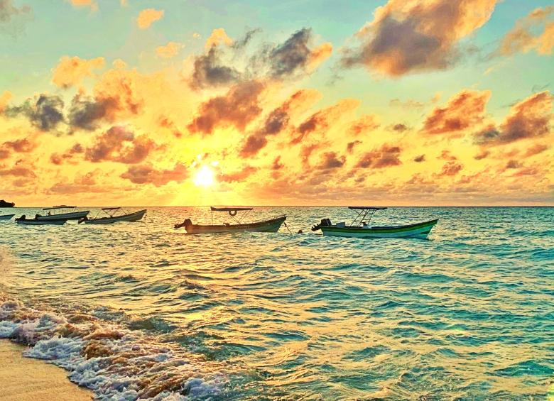Playa-Blanca-Cartagena-boats-on-water