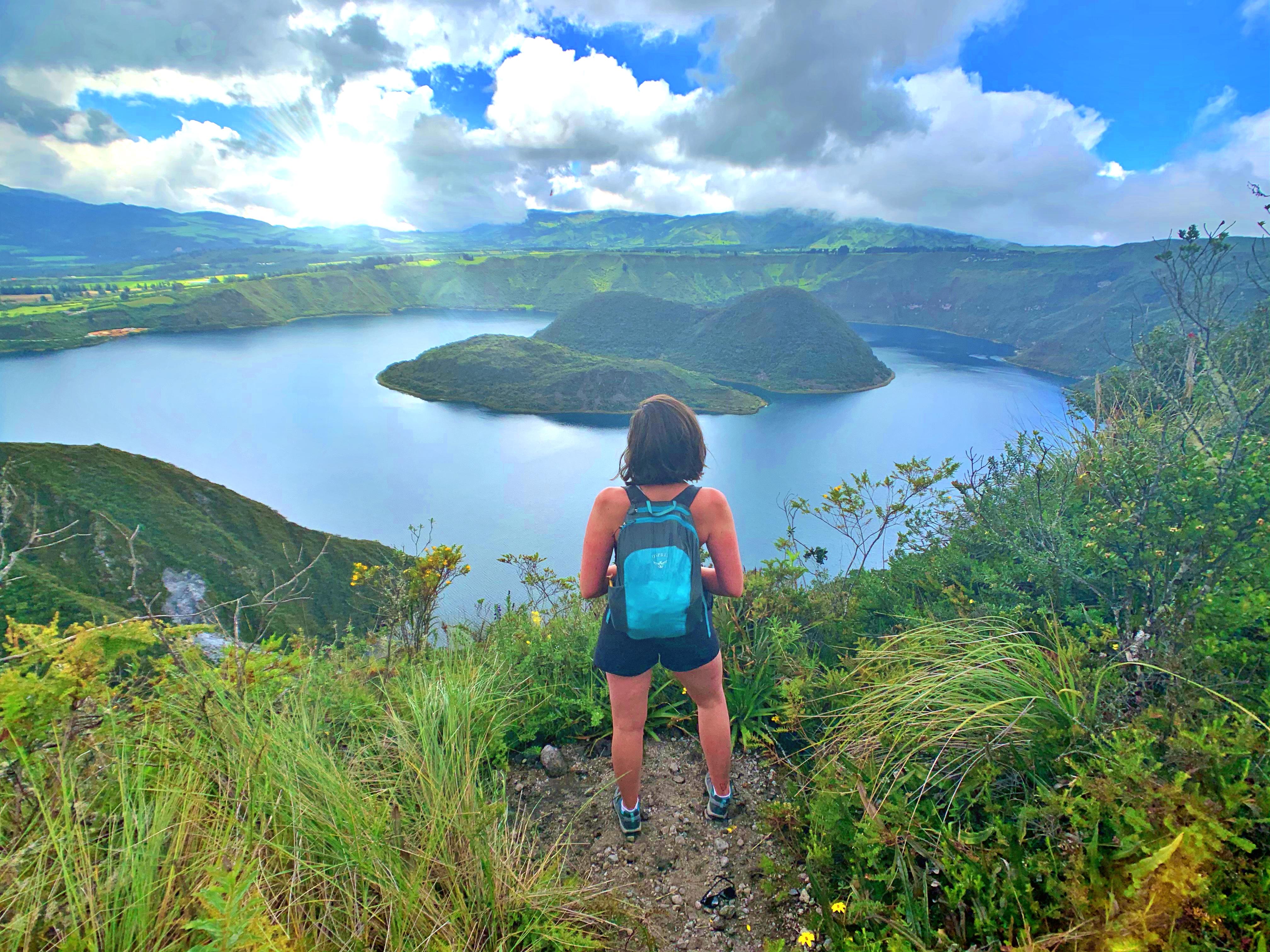 hike-laguna-cuicocha